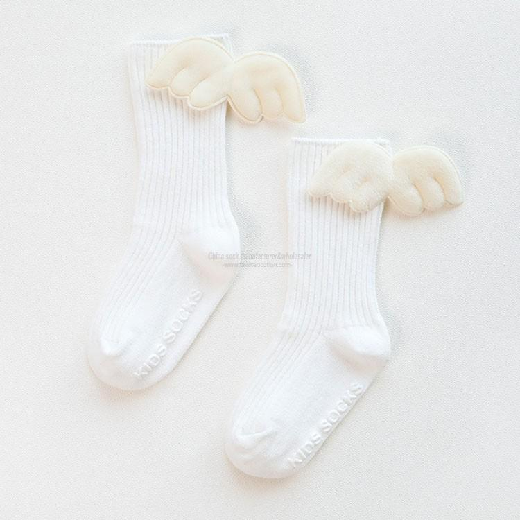 Combed cotton knee high anti-slip grip baby socks with wings