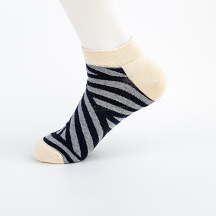Wholesale cheap mens colorful custom geometric ankle socks